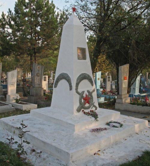 п. Верхнебаканский, Новороссийск. Памятник, установленный на братской могиле советских воинов, погибших в боях с фашистскими захватчиками.