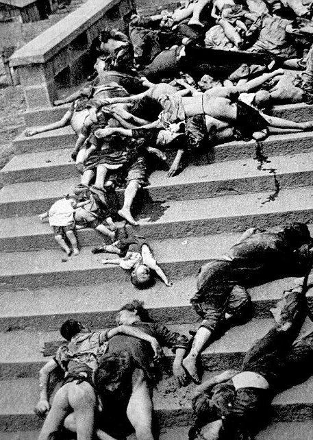 Тела изнасилованных и убитых женщин.