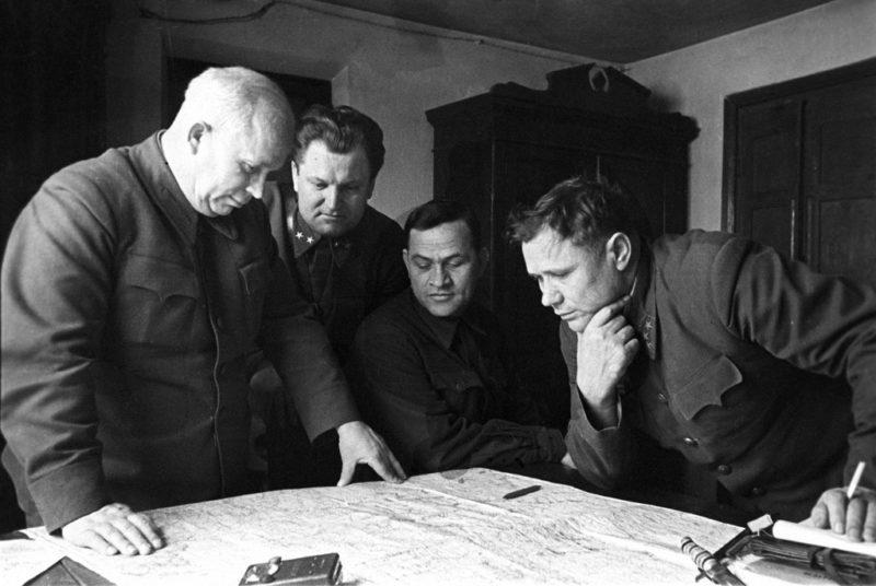 Члены Военного совета Сталинградского фронта: Хрущёв, Кириченко, Чуянов и комфронта Ерёменко. Декабрь 1942 г.
