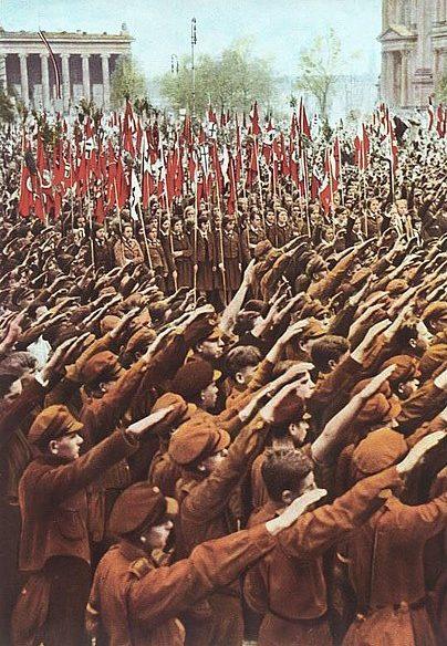 Члены Гитлерюгенда на митинге в Берлине. 1933 г.