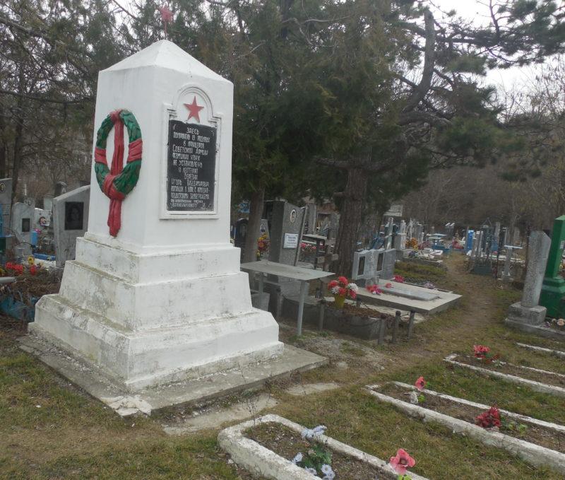 п. Верхнебаканский, Новороссийск. Братская могила советских воинов.