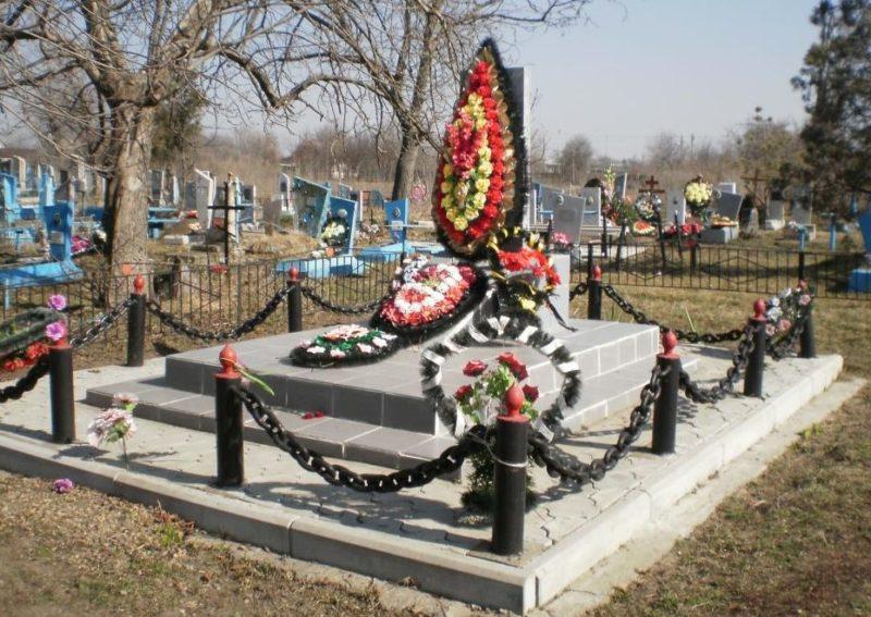 ст-ца Казанская. Памятник по улице Гоголя 127а, установленный на братской могиле советских воинов.