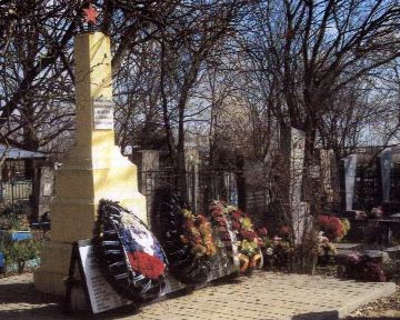 х. Коваленко Северского р-на. Памятник, установленный на братской могиле, в которой похоронено 83 советских воинов.