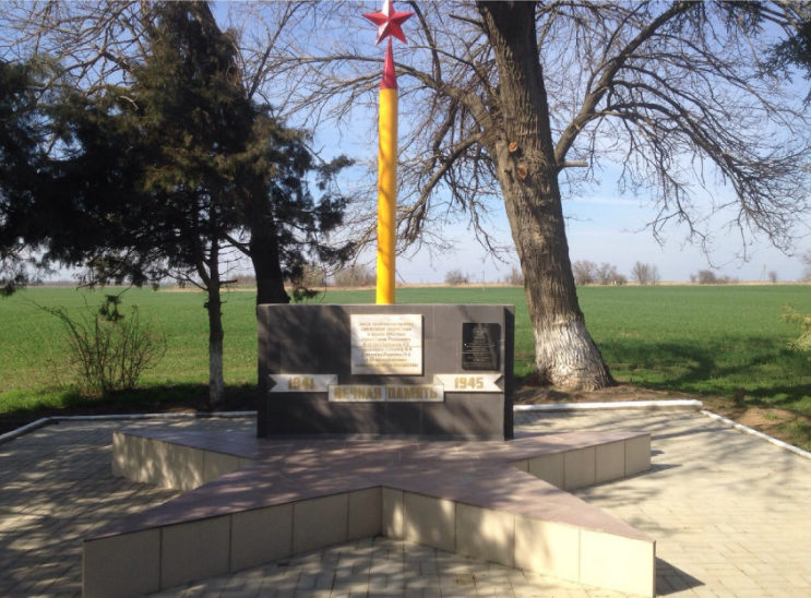 г. Белореченск. Памятник, установленный на братской могиле военнопленных и колхозников, сожженных оккупантами