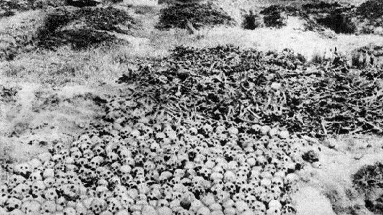 Эксгумация останков убитых китайцев после войны следственной комиссией.