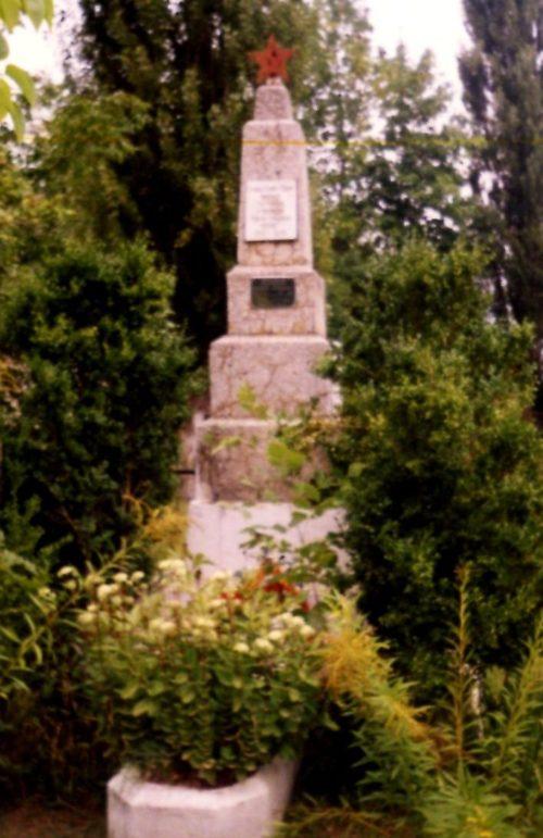 ст-ца. Крепостная Северского р-на. Памятник, установленный на братской могиле советских воинов.