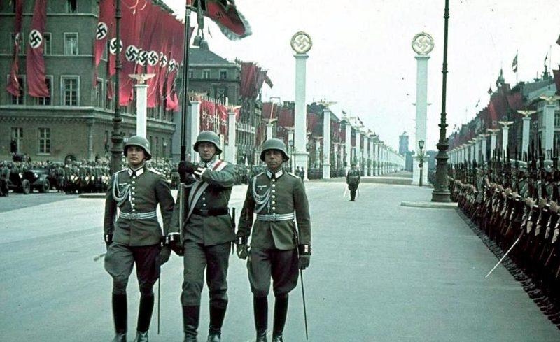 Парад в Берлине в честь 50-летия А.Гитлера. Апрель 1939 г.