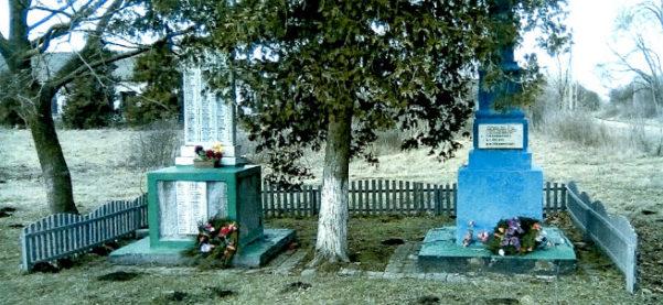 с. Львовское Северского р-на. Памятник землякам, установленный по улице Октябрьской.