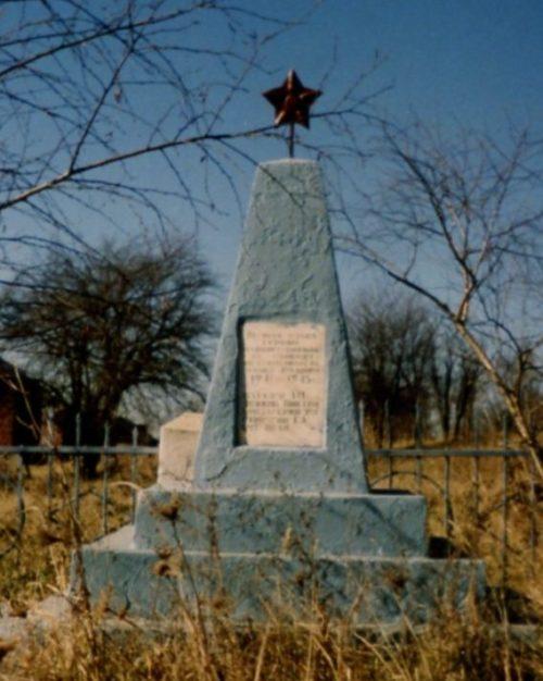 ст-ца. Отважная Лабинского р-на. Памятник по улице Ленина 12, установленный на братской могиле мирных жителей, погибших в годы гражданской и Великой Отечественной войн.