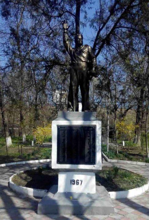 п. Гайдук, Новороссийск. Памятник погибшим землякам.