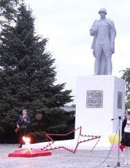 п. Прохладный Лабинского р-на. Памятник советским воинам.