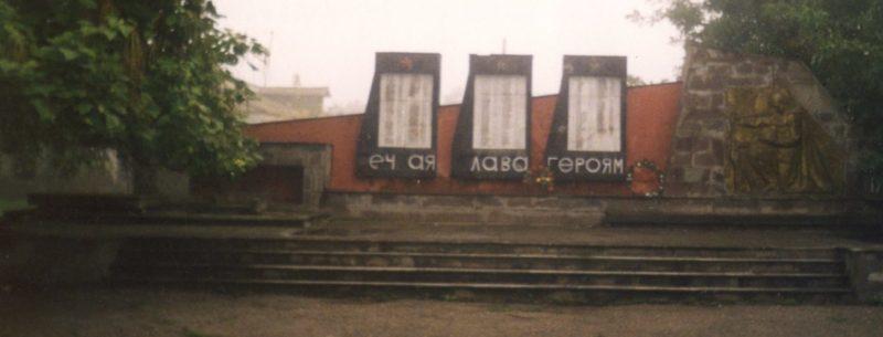 с. Михайловское Северского р-на. Памятник землякам, погибшим в годы войны.