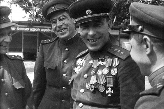 Катуков среди офицеров штаба. 1945 г.