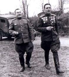 Генерал-полковник танковых войск М. Е. Катуков и член Военного Совета армии генерал-лейтенант Попель Н. К. Берлин, май 1945 г.