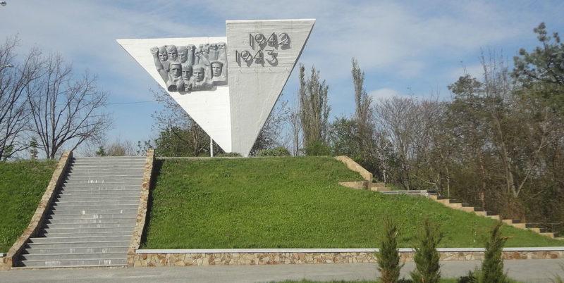 г. Краснодар. Мемориал «Жертвам фашизма», установленный в 1975 году в память 500 советским воинам и мирным жителям, погибшим в боях с фашистскими захватчиками.