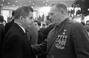 Авиаконструктор Сергей Ильюшин и Андрей Еременко. 1966 г.