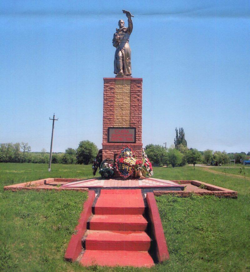 ст-ца. Чамлыкская Лабинского р-на. Памятник, установленный на братской могиле советских воинов.