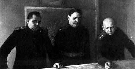 Член военного совета 3-го Белорусского фронта В. Е. Макаров, командующий фронтом А. М. Василевский, начальник штаба А. П. Покровский. Февраль 1945 г.