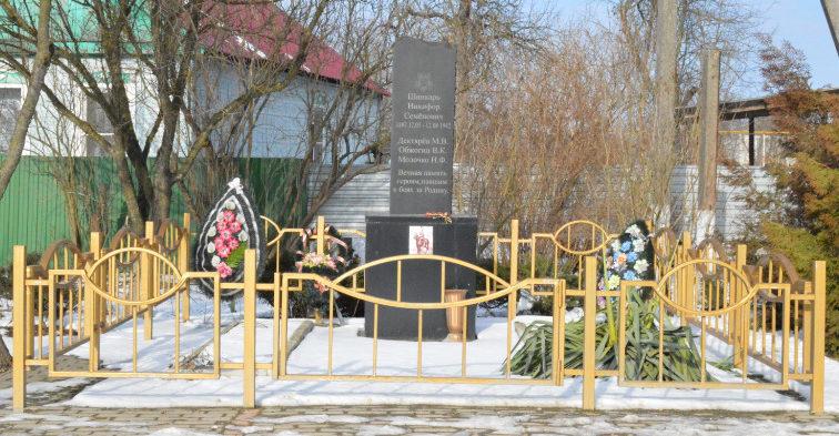п. Заречный Белореченского р-на. Памятник на могиле неизвестных советских воинов-танкистов.