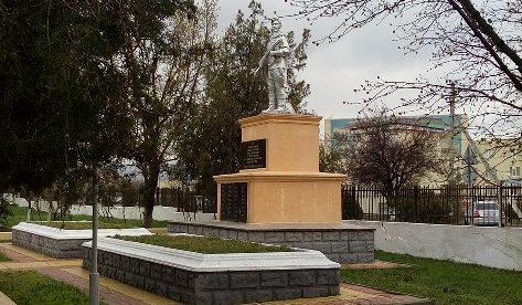 ст-ца. Натухаевская, Новороссийск. Памятник, установленный на братской могиле советских воинов.