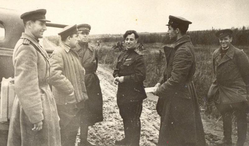 Генерал-лейтенант Глуздовский на фронте. 1943 г.