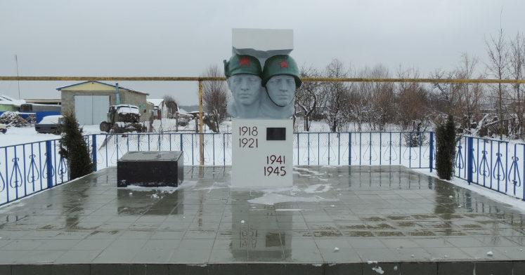 п. Мирный Белореченского р-на. Памятник землякам по улице Шоссейной.