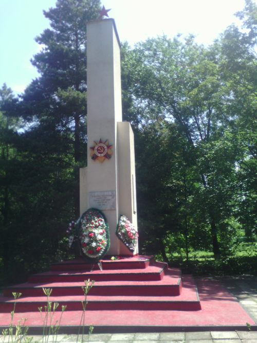 п. Бичевой Ленинградского р-на. Памятник землякам, погибшим в годы войны.