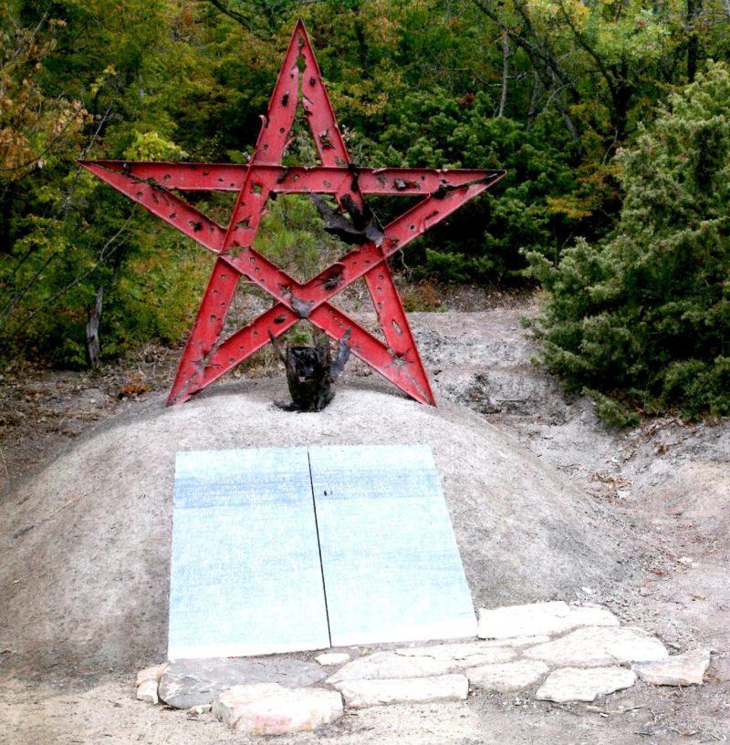 г. Новороссийск, гора Мысхако. Братская могила советских воинов, погибших в боях с фашистскими захватчиками.