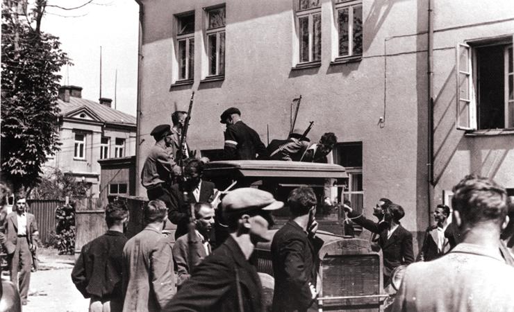 Литовские повстанцы (националисты) в ожидании немцев. Июнь 1941 г.