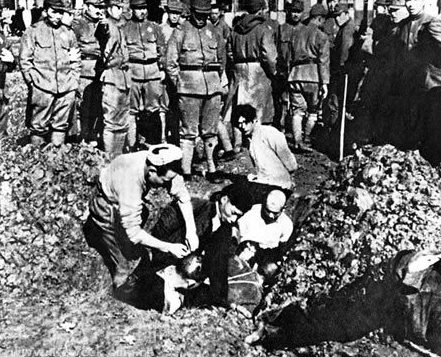 Японцы заживо хоронят китайцев. Декабрь 1937 г.