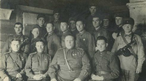 Голубев с бойцами роты охраны. 1943 г.