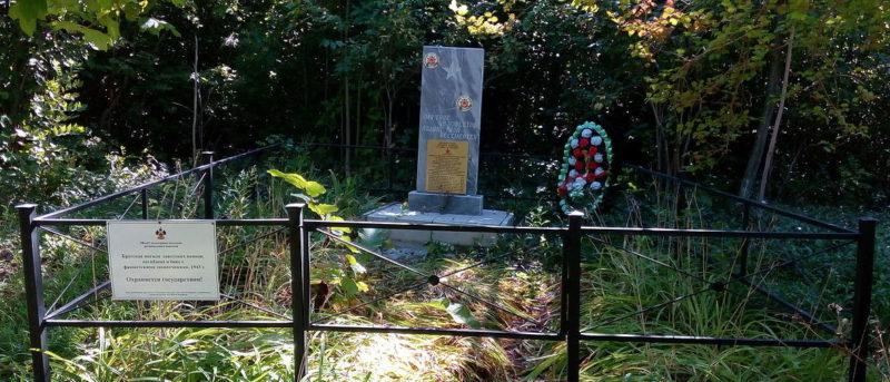 п. Чибий Северского р-на. Братская могила советских воинов, погибших в боях с фашистскими захватчиками.