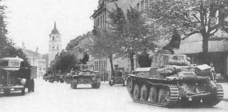 Немецкие танки входят в Вильнюс. Июнь 1941 г.