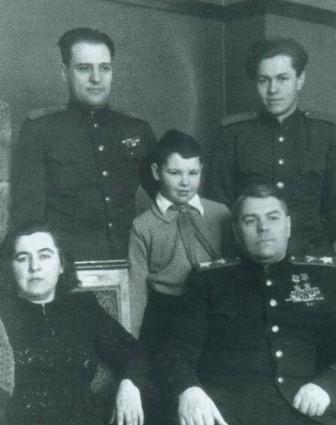 Василевский с сыновьями и внуком. 1949 г.