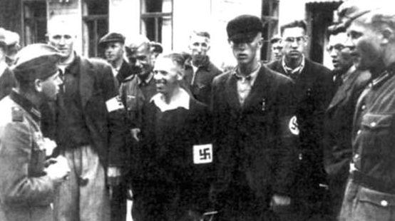 Литовские националисты с немецкими солдатами. Июнь 1941 г.