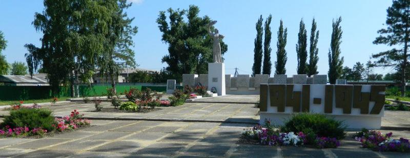 х. Джумайловка Калининского р-на. Мемориал по улице Братьев Степановых, установленный на братской могиле советских воинов.