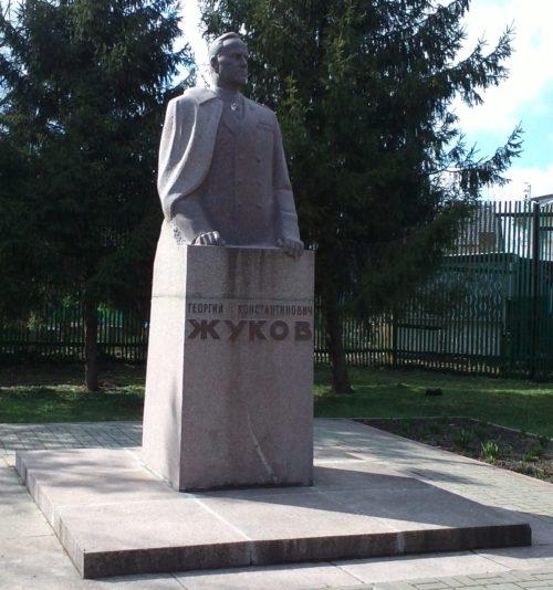 ст-ца. Ленинградская. Памятник Г.К. Жукову.