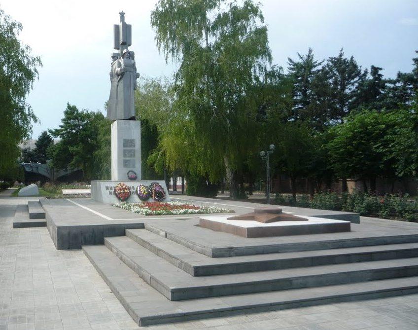 ст-ца. Ленинградская. Мемориальный комплекс землякам, погибшим в годы войны.