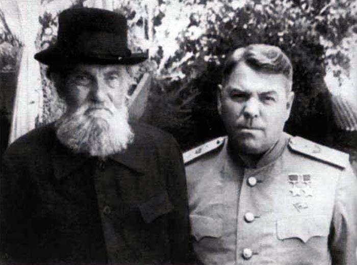 Василевский с отцом. 1955 г.