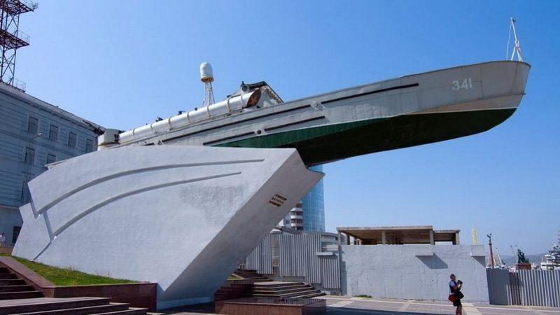 г. Новороссийск. Памятник морякам торпедных катеров, установленный в 1968 году на Набережной им. адмирала Серебрякова. Архитектор - Никитин Н.И.