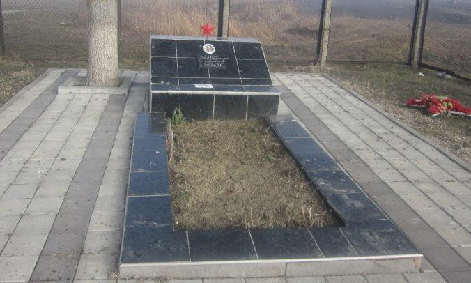 х. Галицын Славянского р-на. Братская могила советских воинов, погибших в боях с фашистскими захватчиками.