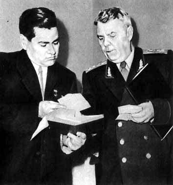А. П. Маресьев и А. М. Василевский. 1956 г.