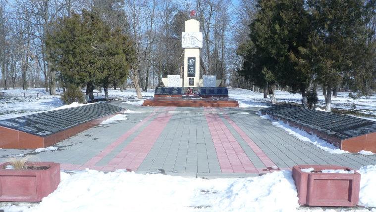 ст-ца. Рязанская Белореченского р-на. Памятник землякам, установленный по улице Первомайской.