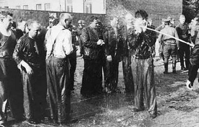 Издевательства над евреями в автобусном гараже товарищества «Летукис». 25-27 июня 1941 г.