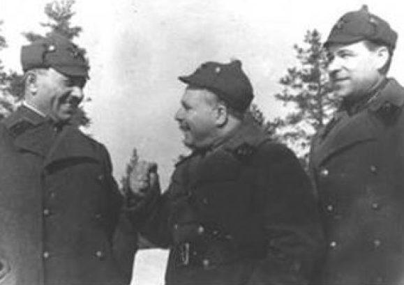 Комбриг Л.А. Говоров (крайний справа) во время советско-финской войны. 1940 г.