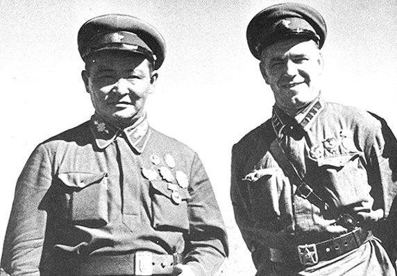 Георгий Жуков и маршал Чойбалсан. Халхин-Гол, 1939 г.