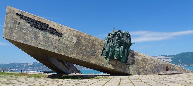 Монумент-музей на месте высадки морского десанта 4 февраля 1943 г.