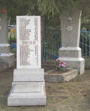 х. Ромашки Ленинградского р-на. Памятник погибшим землякам.