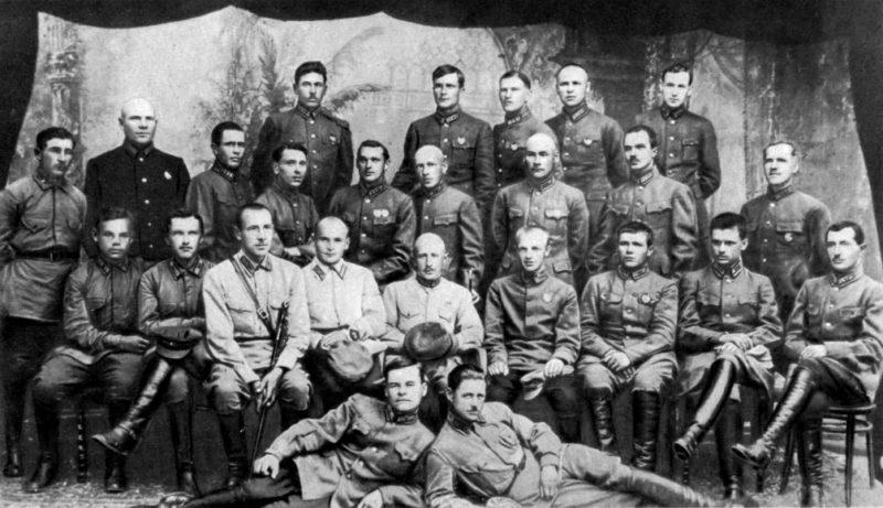 Баграмян среди слушателей ККУКС. 1925 г.