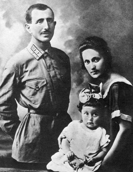 Баграмян с женой и дочерью. 1926 г.